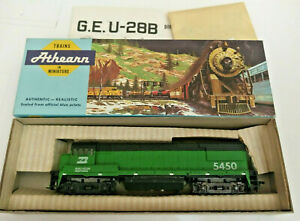 HO-scale-Athearn-Burlington-Northern-U28-B-diesel-locomotive-5450-Vintage