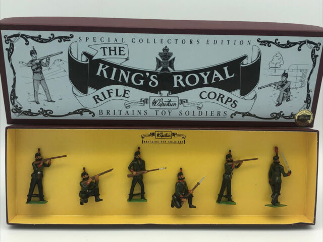 Britains 8822 The Kings Royal Rifle Corps inc Officer in Action Poses in 54mm
