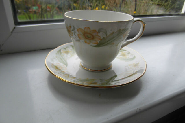Duchess Greensleeves Tea Cup & Saucer Bone China 2nd Quality Green & Gold