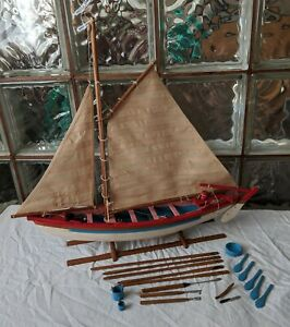Vintage-New-Bedford-WHALING-BOAT-MODEL-handmade-wood-sailboat-display-pond-yacht