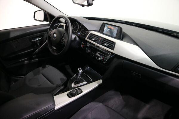 BMW 320d 2,0 Touring aut. billede 6