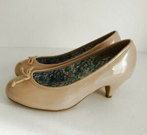 J-D-WILLIAMS-NEW-Size-UK-5-EEE-Extra-Wide-Ladies-Beige-Patent-Slip-on-Shoes