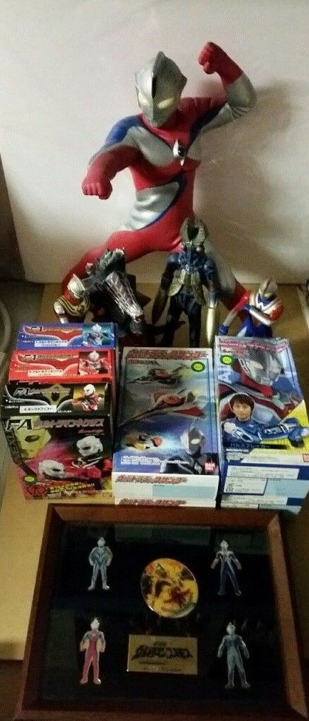ULTRAMAN COSMOS 13 item Lot Large Banpresto + Framed Framed Framed Pins + Figures + Candy Toys 52cb35