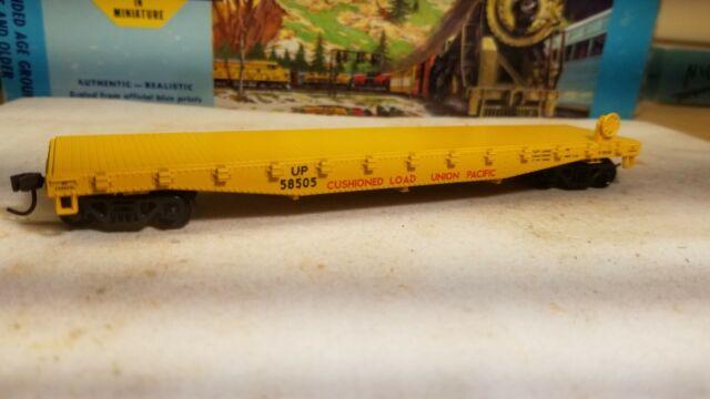 Athearn HO 50' Union Pacific flat car RTR metal wheels