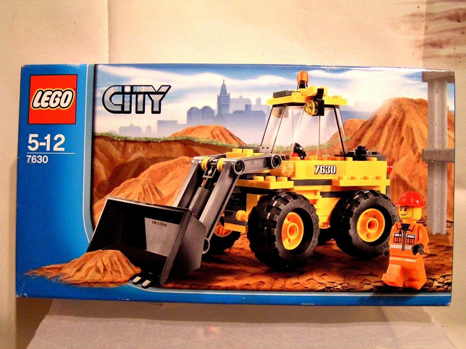 LEGO CITY -  LOT PELLETEUSE-CHARGEUSE + BALAYEUSE (BOÎTES SCELLEES) 7630 + 7242