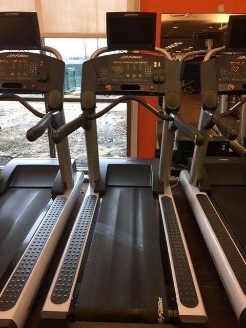 Life Fitness CLST Treadmill - Below market price      free shipping!