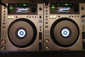 PIONEER-CDJ-850-DIGITAL-MULTI-PLAYERS-GREAT-CONDITION-SOLD-AS-A-PAIR