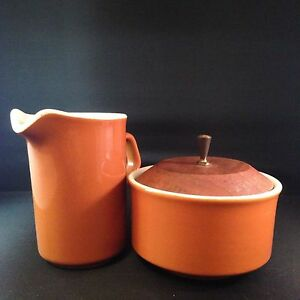 Vintage-Mid-Century-Modern-Cream-Sugar-Set-Orange-Wood-Lid-Metal-Handle-Atomic