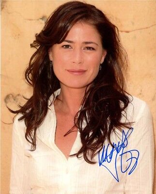 Maura Tierney Signed Autographed 11x14 Photo Strengthening Waist And Sinews Television