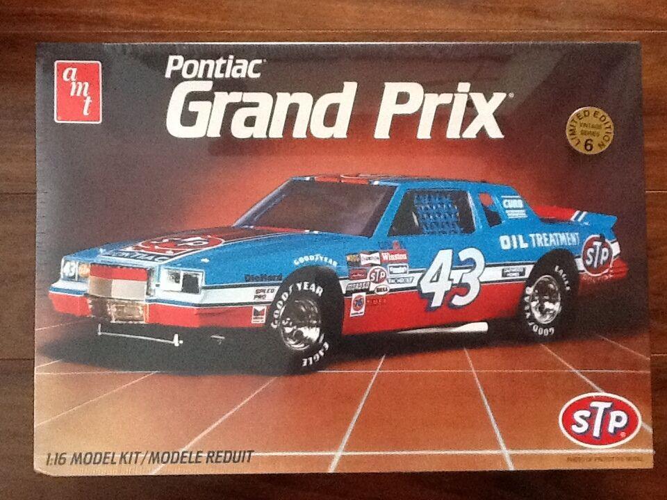 AMT 1 16  RICHARD PETTY'S STP GRAND PRIX NASCAR MODEL KIT FACTORY SEALED