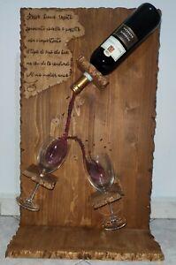 Porta bottiglie di vino artigianale.