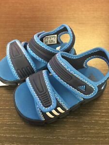 Dettagli su Adidas AKWAH Sandali Bambino con Chiusura Strappo Blu taglia 20