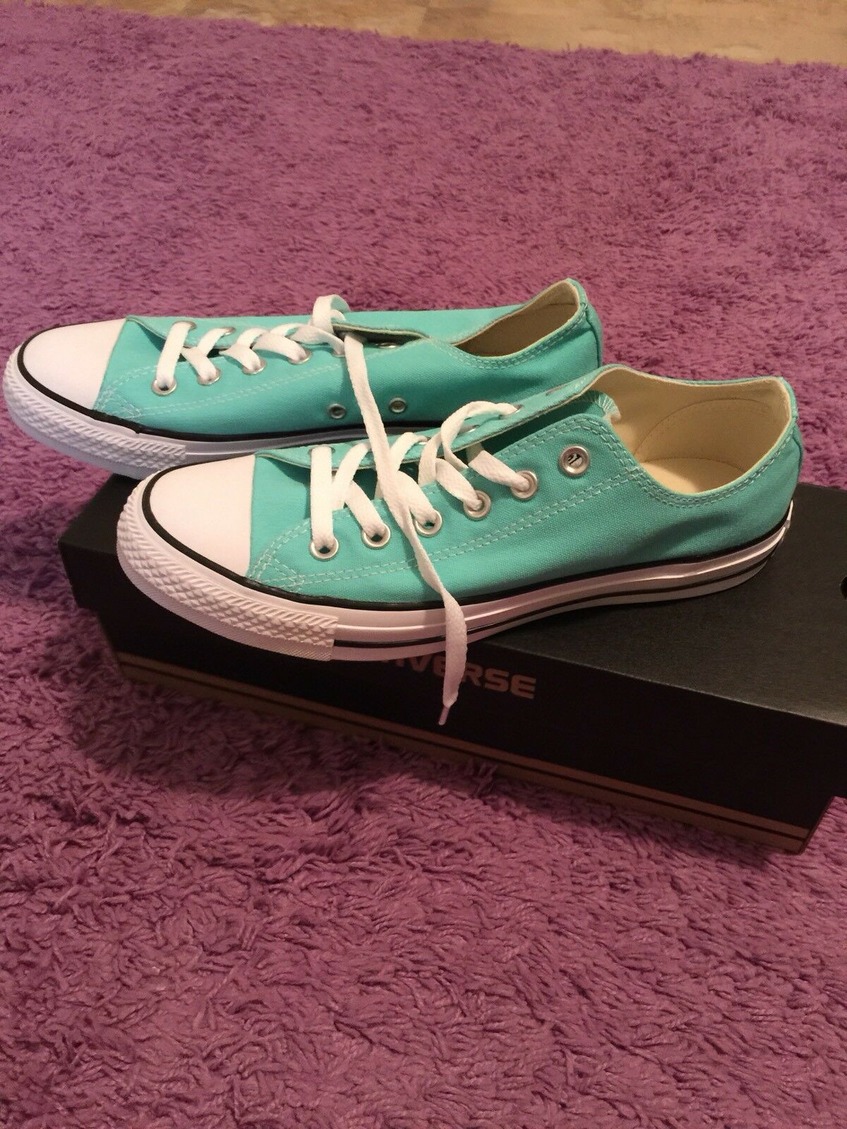 Women's Converse Shoes sz.9 Brand New In Box