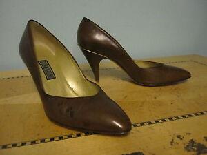 e200740be93c Vintage 1980 s brown classic Gucci pumps heels shoes gold trim sz 37 ...