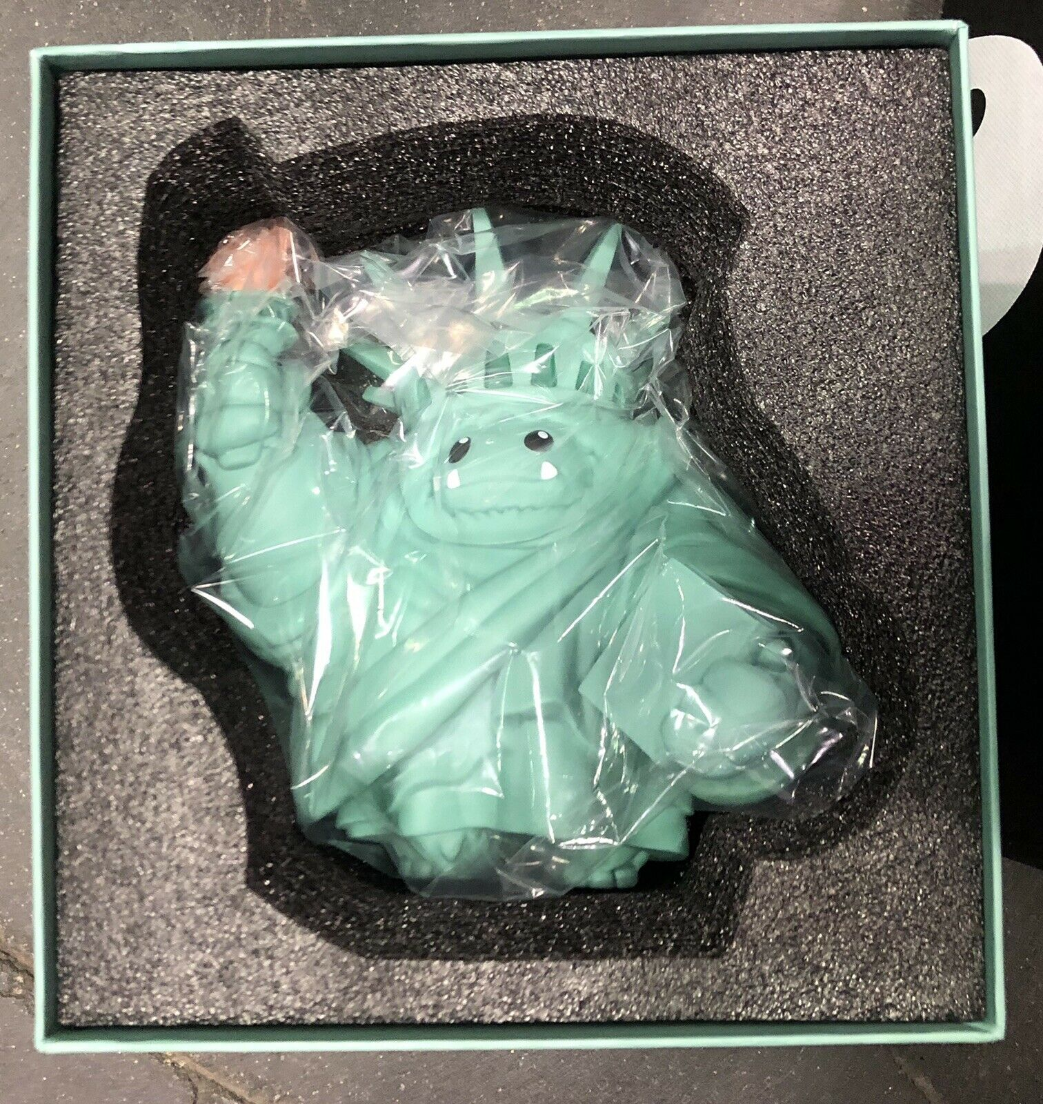 Abominable Liberty Chomp Figure NYCC 2019 Exclusive IN HAND Glow Torch