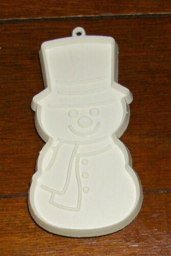 """Hallmark Christmas Imprint Cookie Cutter White Snowman Hat Scarf 4-1//2/"""" x2-3//8/"""""""