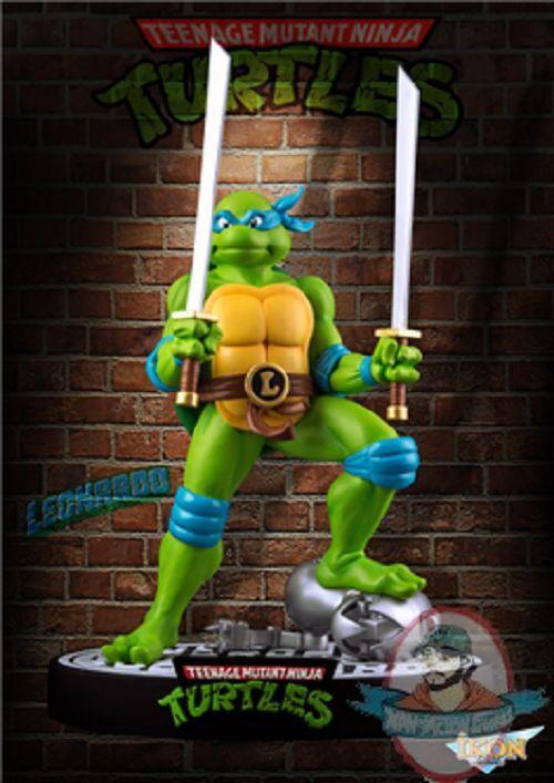 Teenage Mutant Ninja Turtles Leonardo on Defeated Mouser 15  Statue