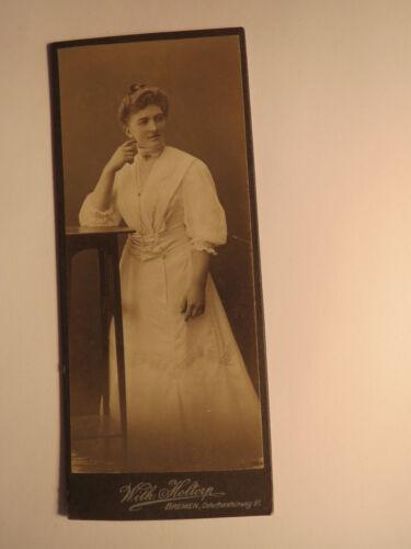 Bremen - stehende junge Frau im Kleid / CDV