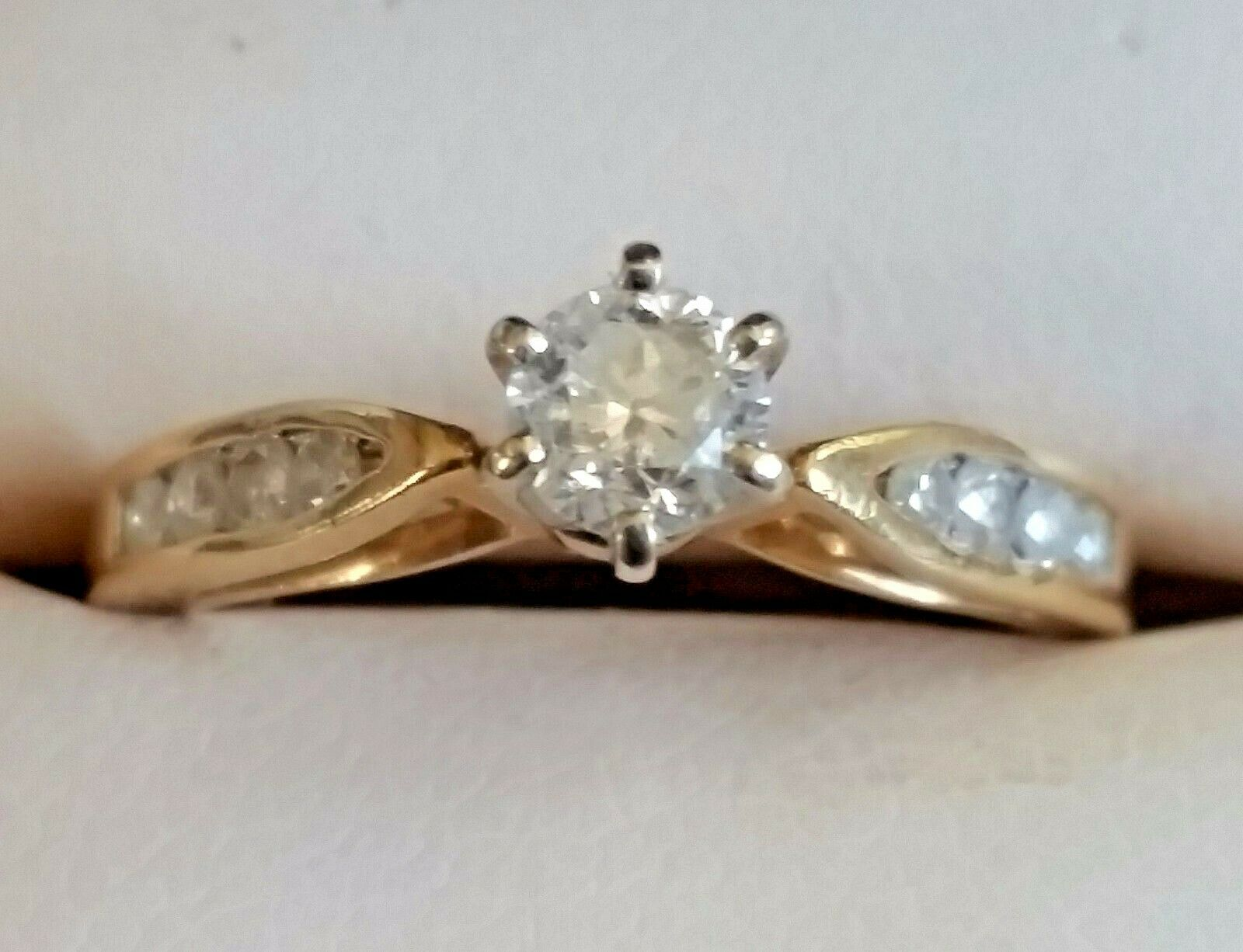 Vtg 14K Yellow gold Wedding Engagement Ring Round Diamond + Side Accents Size 5
