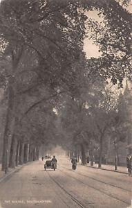R300558 Southampton. The Avenue. Postcard