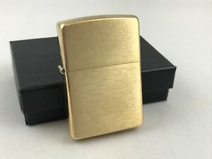 ZIPPO-Messing-gebuerstet-brass-brushed-Feuerzeug-Das-Original-60001165