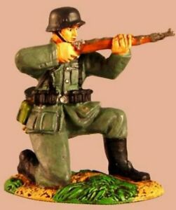 Conte-WWII-CCC5-Collectors-Club-German-Wehrmacht-Kneeling-Firing-A