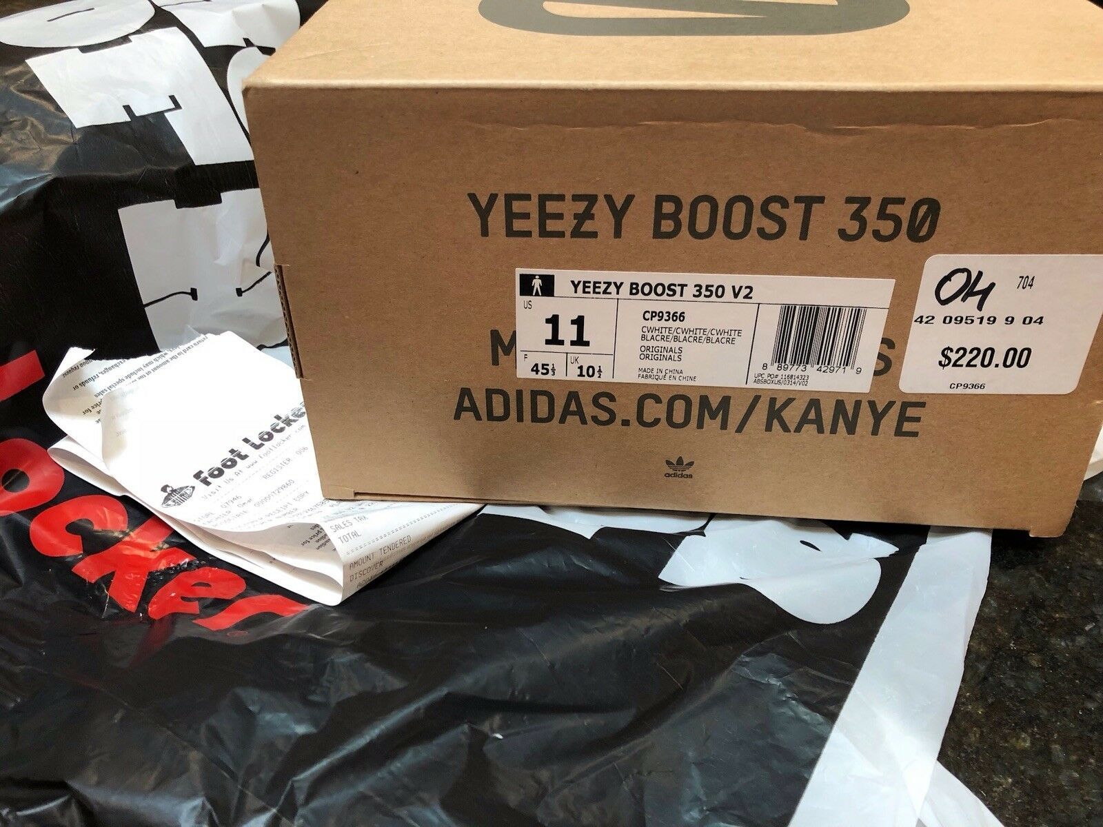 YEEZY BOOST 350 V2 Cream White Brand new and never worn Us Men Size 11