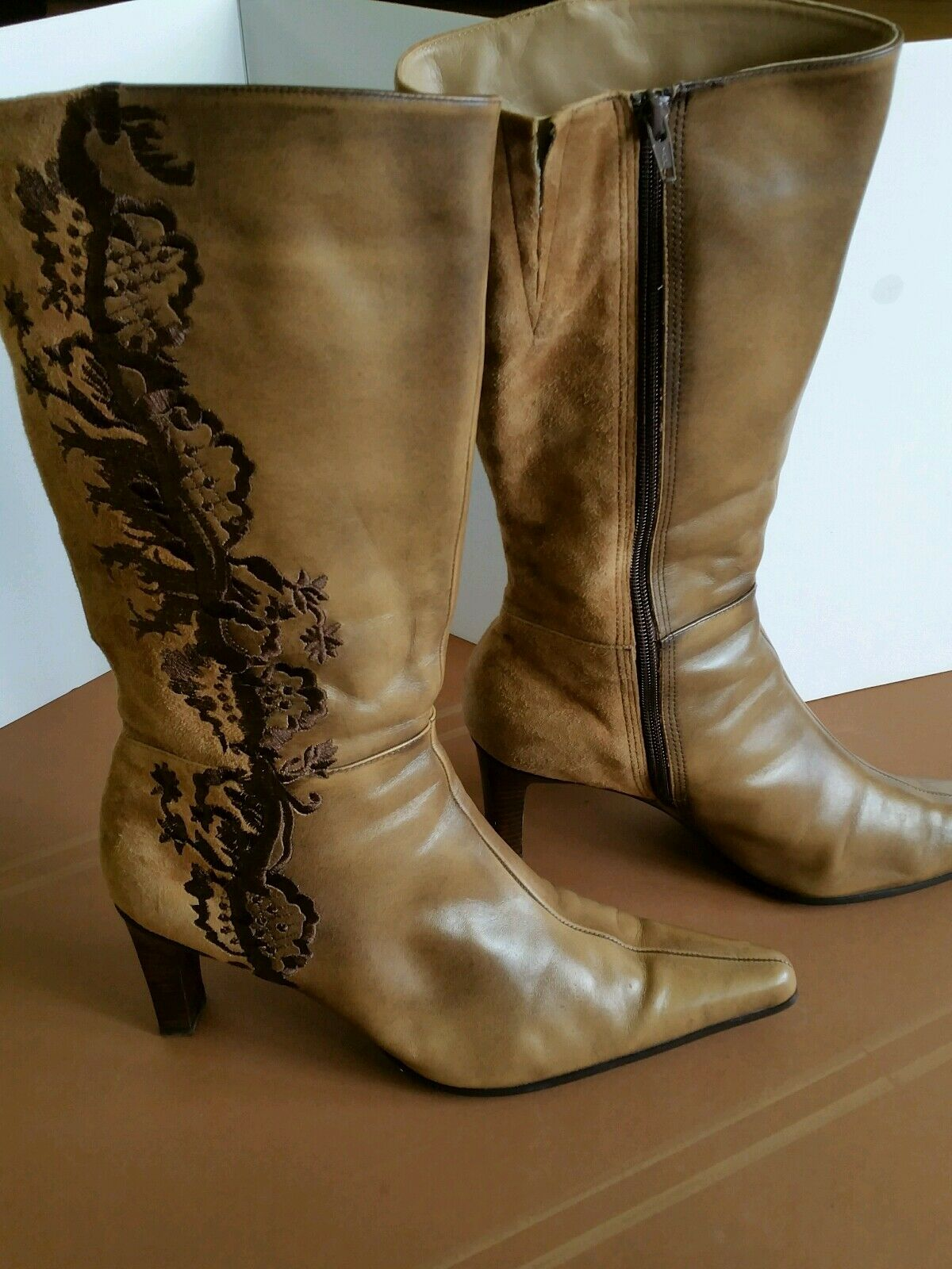 Clarks embroidered boots ninette 10.5 Tan heels zip up leather/suede