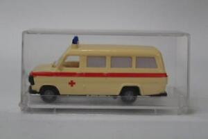 Revell-Praline-82402-Ford-Transit-Ambulance-Left-Hand-Dr-1-87-Scale-Plastic-E12