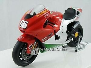 DUCATI Desmosedici Loris Capirossi moto modelo 1/12 Rojo/Blanco ejemplo C9 < * >  </span>