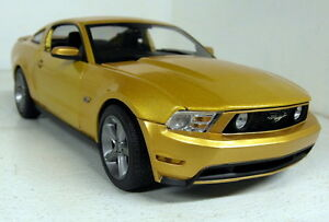 Greenlight-1-18-Scale-01673-2010-Ford-Mustang-GT-Gold-Metallic-Diecast-model-car