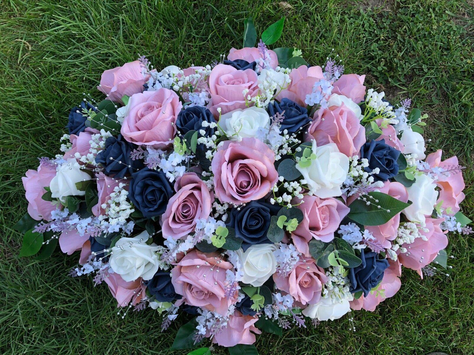 Grand arrangeHommes Mariage Fleurs Table Top arrangeHommes Grand t MINK PINK ROSES bleu marine & blanc ec93d6