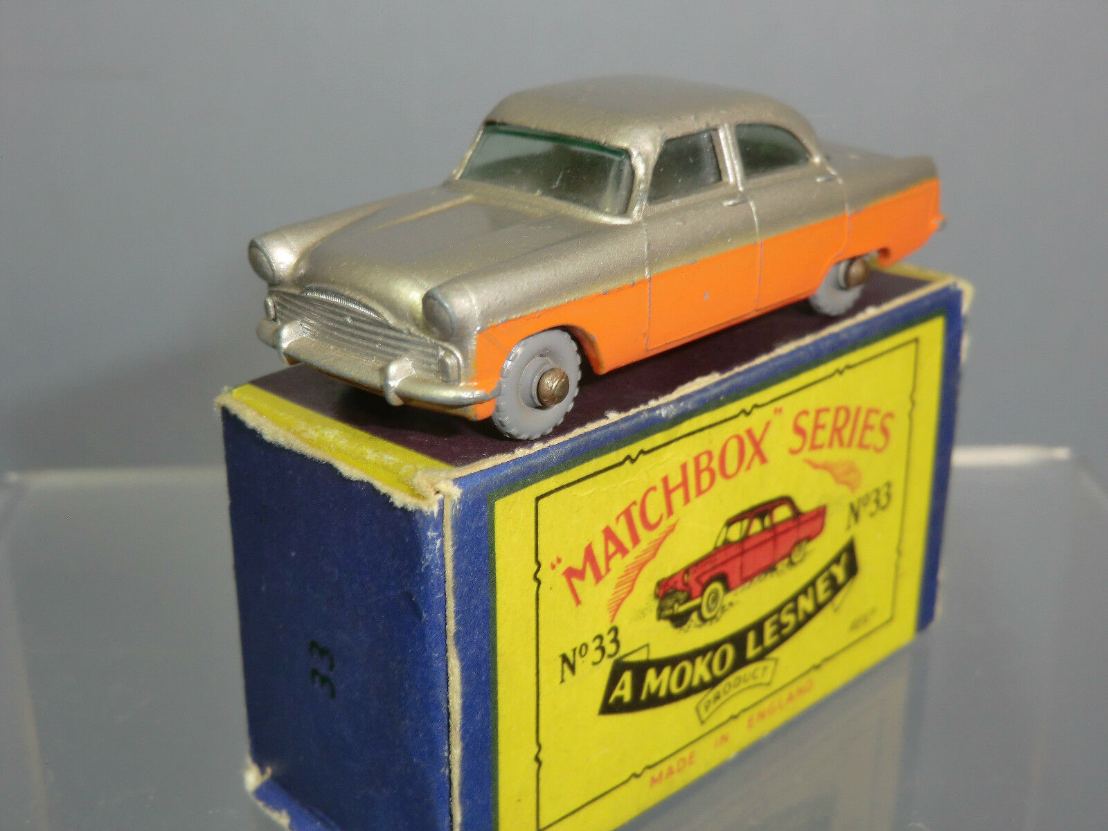 Matchbox Moko Lesney Modelo No.33a Ford  Zodiac  dos tonos Saloon VN MIB