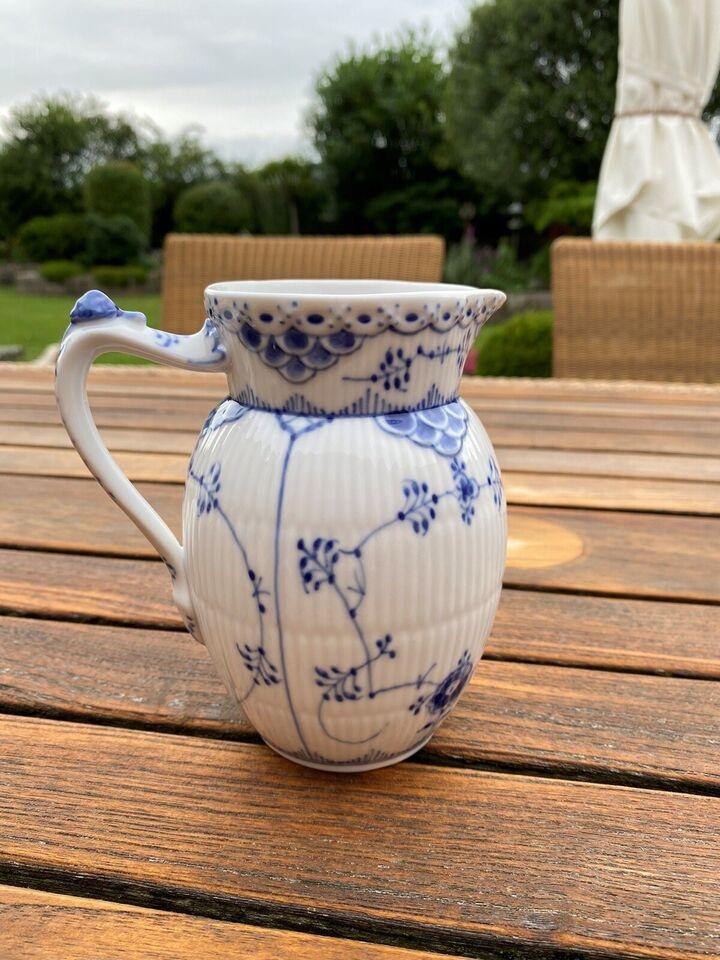 Porcelæn, Musselmalet halvblonde mælkekande, Royal