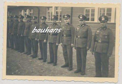 Foto -Soldaten-Wehrmacht  -Kaserne-Schirmmütze-Orden (Q995)