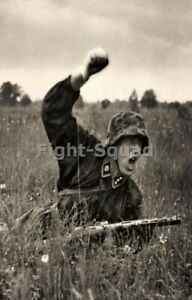 WW2-Picture-Photo-German-Soldier-Attack-totenkopf-3318