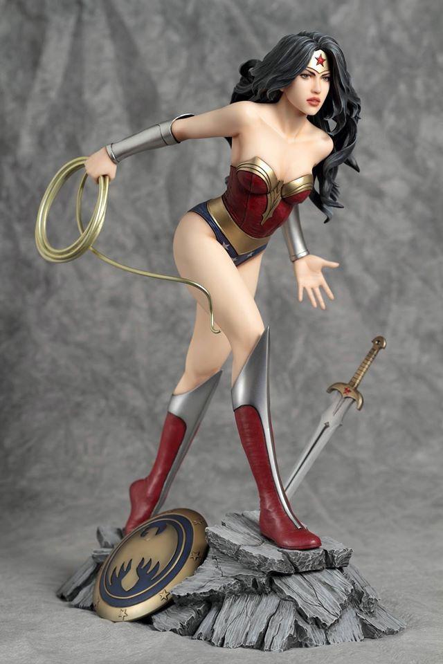DC Comics Fantasy Figure Gallery Statue 1/6 Wonder Woman (Luis Royo) 26 cm