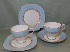 Vintage Roslyn Bone China 2 tazas de té, 1 platillo, 2 placas 8766 Pálido Azul Y Dorado