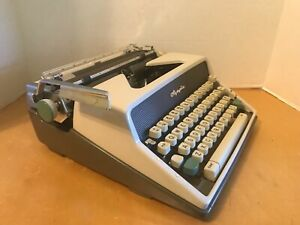 VTG MCM Olympia DeLuxe Portable Typewriter SM7 w/Case - 1963