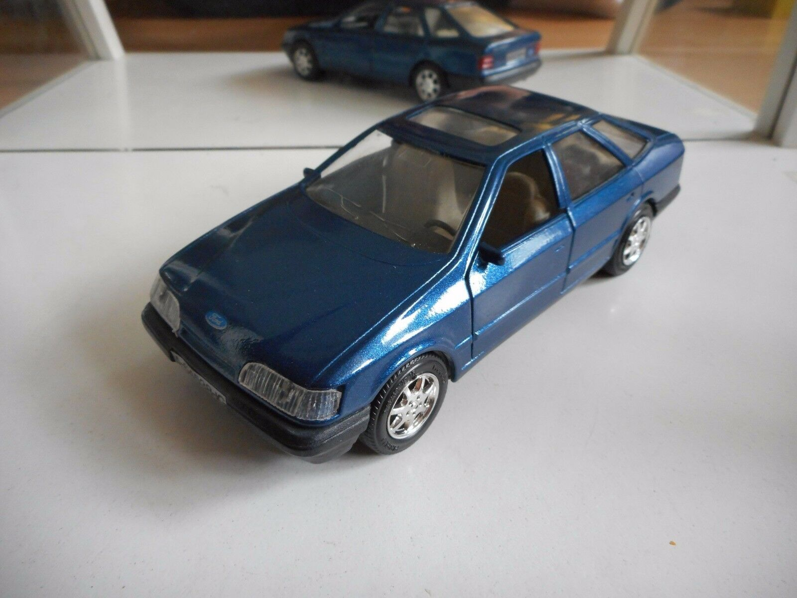 Guiloy Ford Scorpio 2.9 Ghia in bluee on 1 25