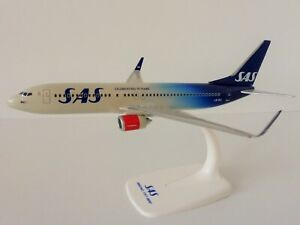 SAS-SCANDINAVIAN-AIRLINES-70-YEARS-Boeing-737-800-1-200-Herpa-611787-Snap-Fit
