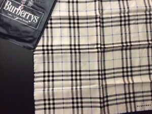 2a343f4186f7 Carré soie 100% carreaux Burberry   eBay