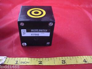 Honeywell-Microswitch-9052-977S02-Proximity-Sensor-Head-Yellow-Nnb-New