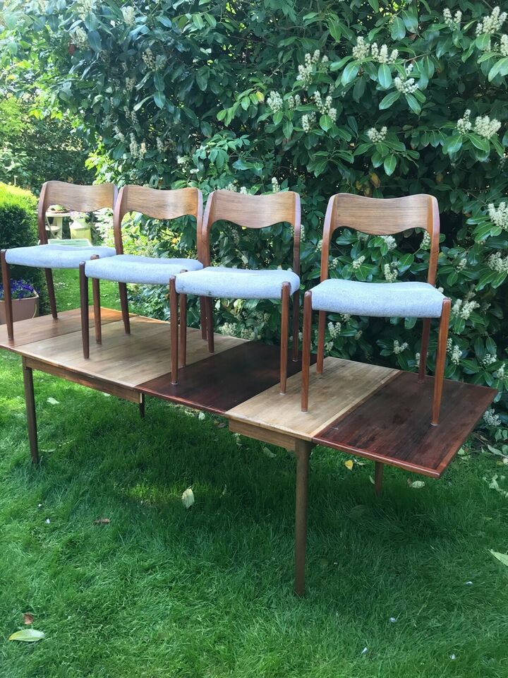 Niels O. Møller, Spisebord og 4 stole i palisander