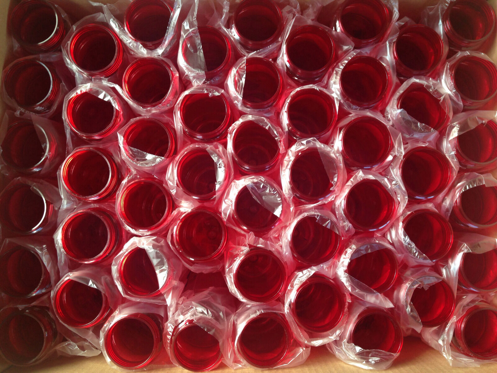 100 Paquete a granel 24 onzas de botellas de agua de Color rojo hecho en Estados Unidos