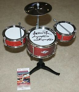 ARTIMUS-PYLE-Lynyrd-Skynyrd-Signed-Mini-Desktop-Drum-Set-JSA-witness-COA