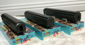 VINTAGE-ATHEARN-TRAINS-IN-MINIATURE-HO-SCALE-3-BOXED-TRAIN-CARS-1843-1858-1863