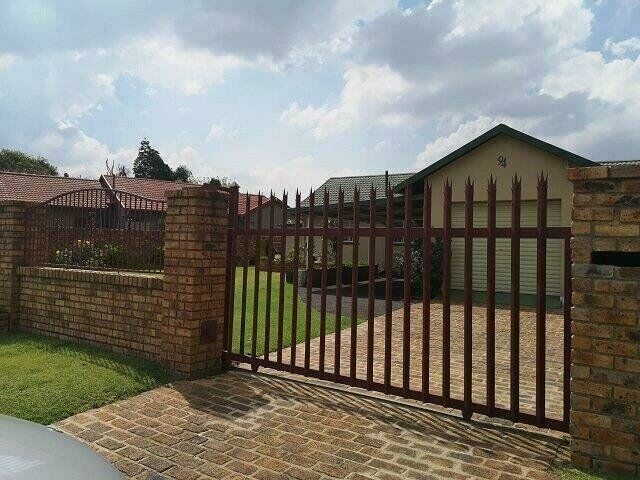 3 Bedroom house in sought after suburb of Bonaeropark