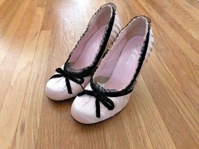NEW Ellie baby pink pumps, size 6, 3-1 2 heel, brand new shoes in box