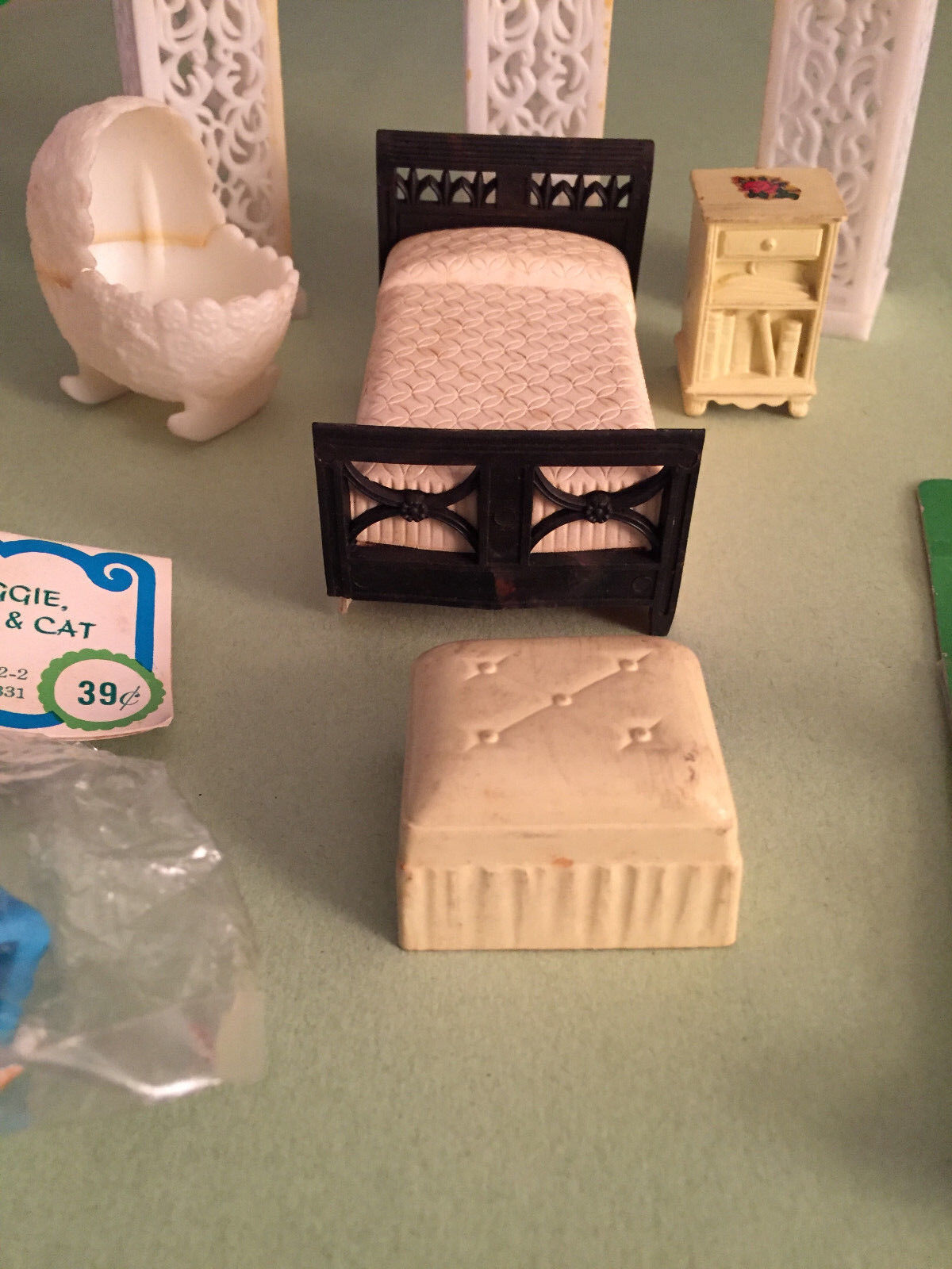 LARGE miniature doll house cat plastic furniture incl RENWAL, dog cat house chair, tea set 8f2df2